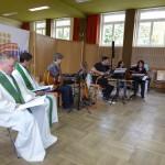 Pater Christian Liebenstein, Domkapitular Thomas Pinzer und Band