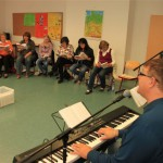 NGL_Workshop_m_Robert_Haas_-Bei_uns_da_ist_was_los_m_Kinderliede_010
